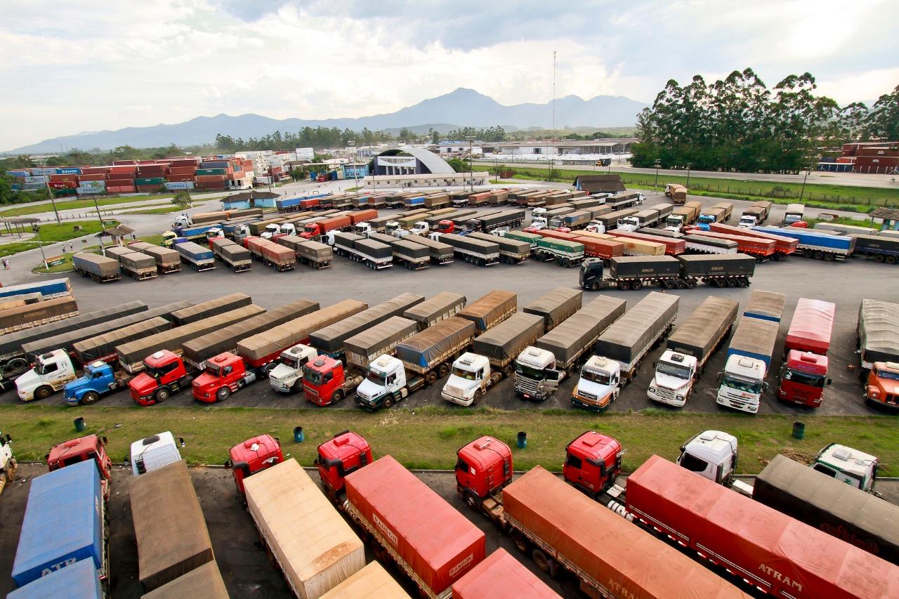 A pedido de caminhoneiros, Leandre pede mais segurança no Porto de Paranaguá