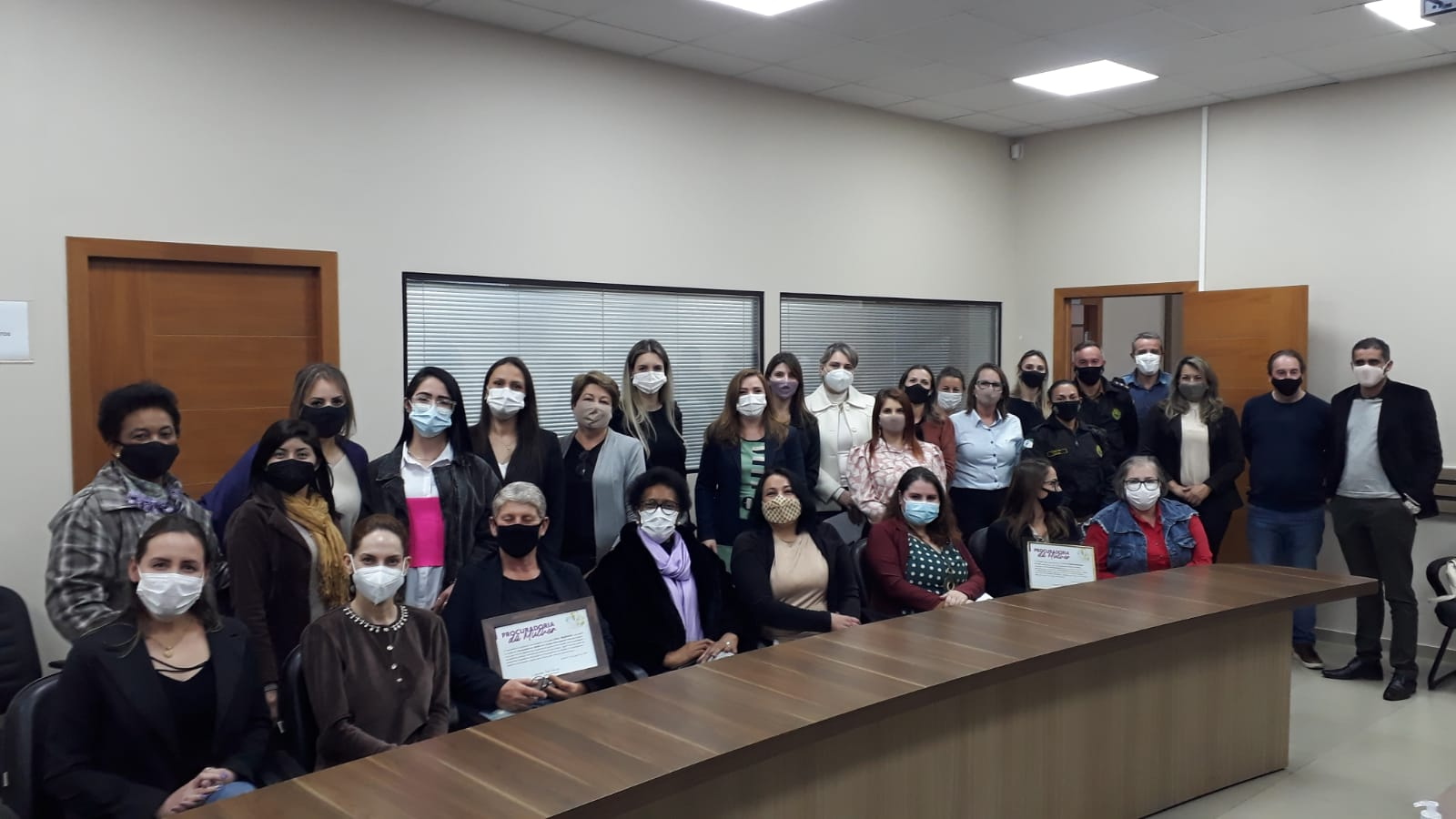Leandre debate atendimento humanizado às mulheres vítima de violência na AMSOP